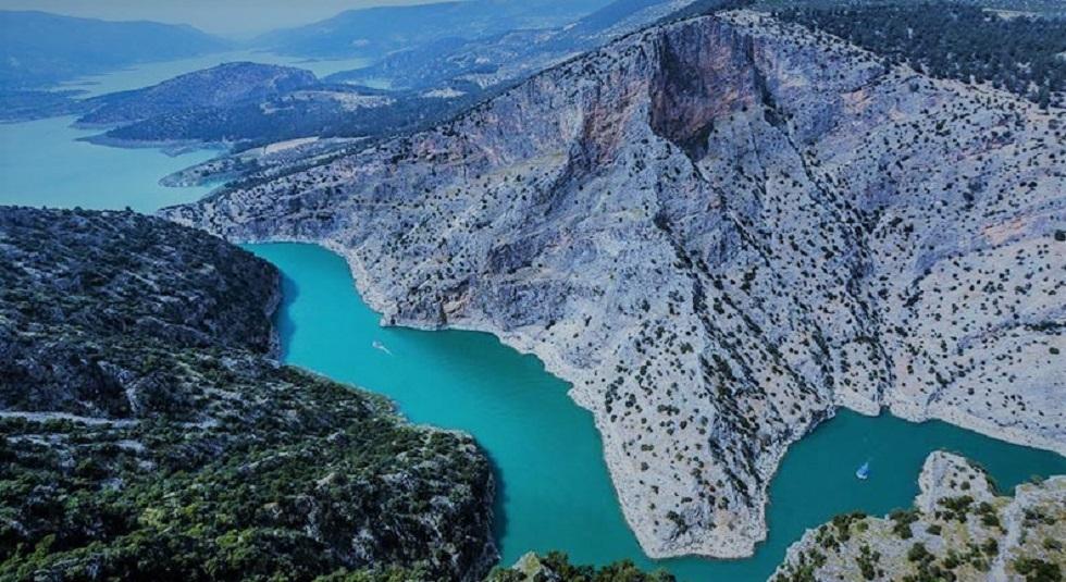 تصویر هوایی از آب ها و ساحل کوش آداسی